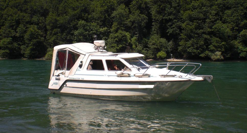 Fotos eines Motorboots